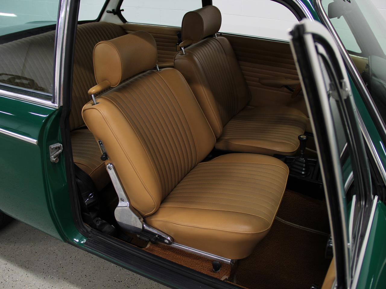 purchase used 1969 bmw 2002 green tan great driver quality paint interior look great in. Black Bedroom Furniture Sets. Home Design Ideas
